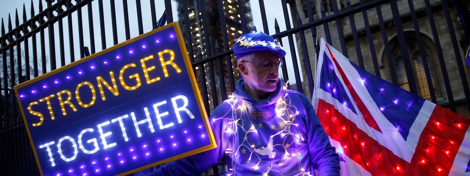 """Les """"Anti-Brexit"""" continuent à protester dans les rues de Londres. Même si la partie est jouée."""