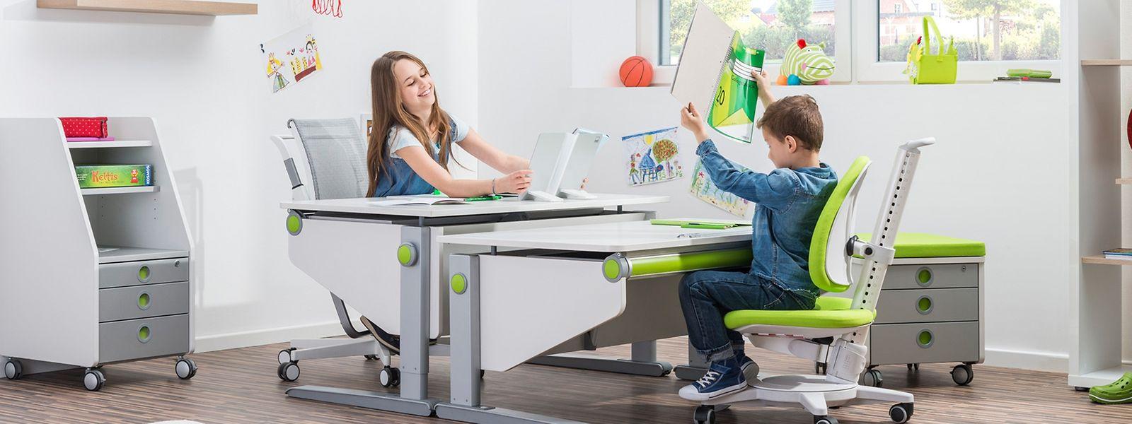 Kinder wachsen schnell.Viele Hersteller bieten daher mitwachsende, höhenverstellbare Arbeitsmöbel an.