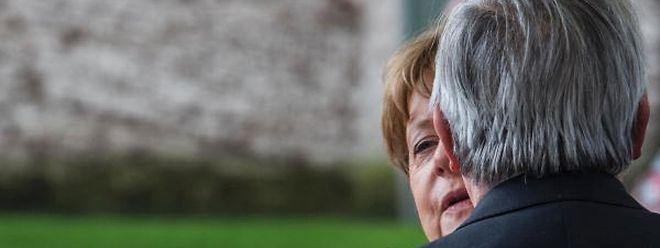 Ein Abschiedskuss von Merkel für Juncker. Deutschland ist mit Junckers Reaktion auf das Brexit-Votum unzufrieden.