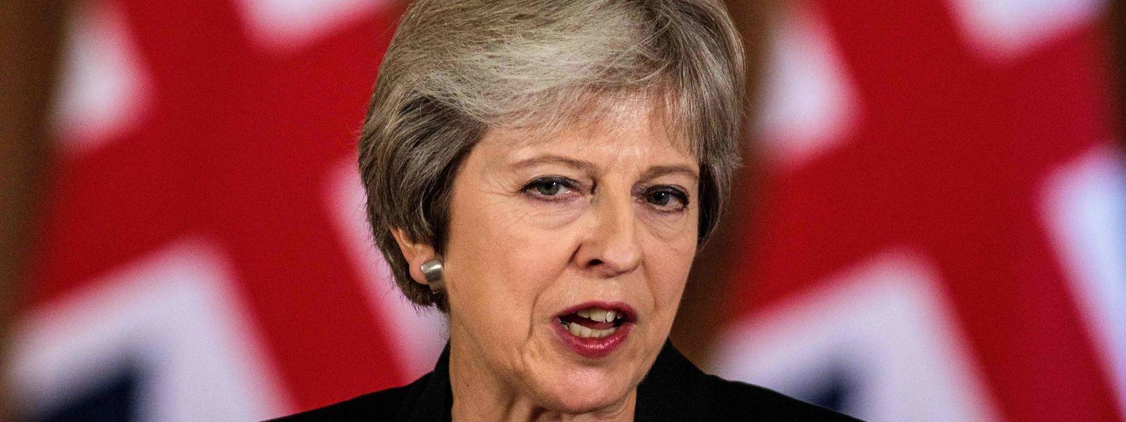Britische Medien gingen davon aus, dass May versuchen will, die Brexit-Hardliner in der Tory-Partei beim Parteitag in Birmingham mit einer harten Linie gegenüber künftigen EU-Einwanderern auf ihre Seite zu ziehen.