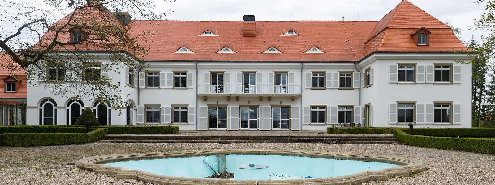 Das Schloss wurde zwischen 1912 und 1919 nach den Plänen des deutschen Architekten Paul Schultze-Naumburg errichtet.