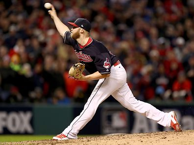 Indians-Pitcher Cody Allen im neunten Inning in Aktion.