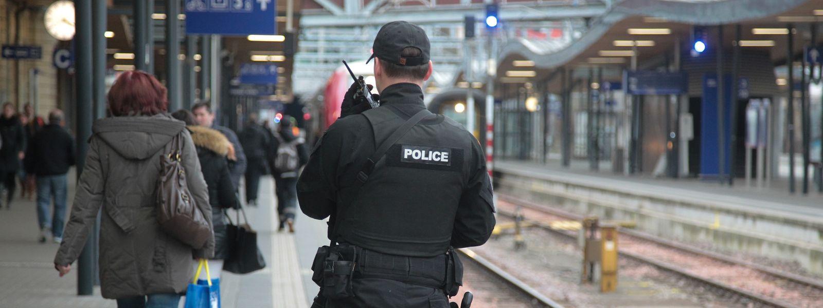 Pour répondre préventivement aux agressions dans les bus, trains et gares, le CSV promet de créer une unité de police dédiée aux transports publics.