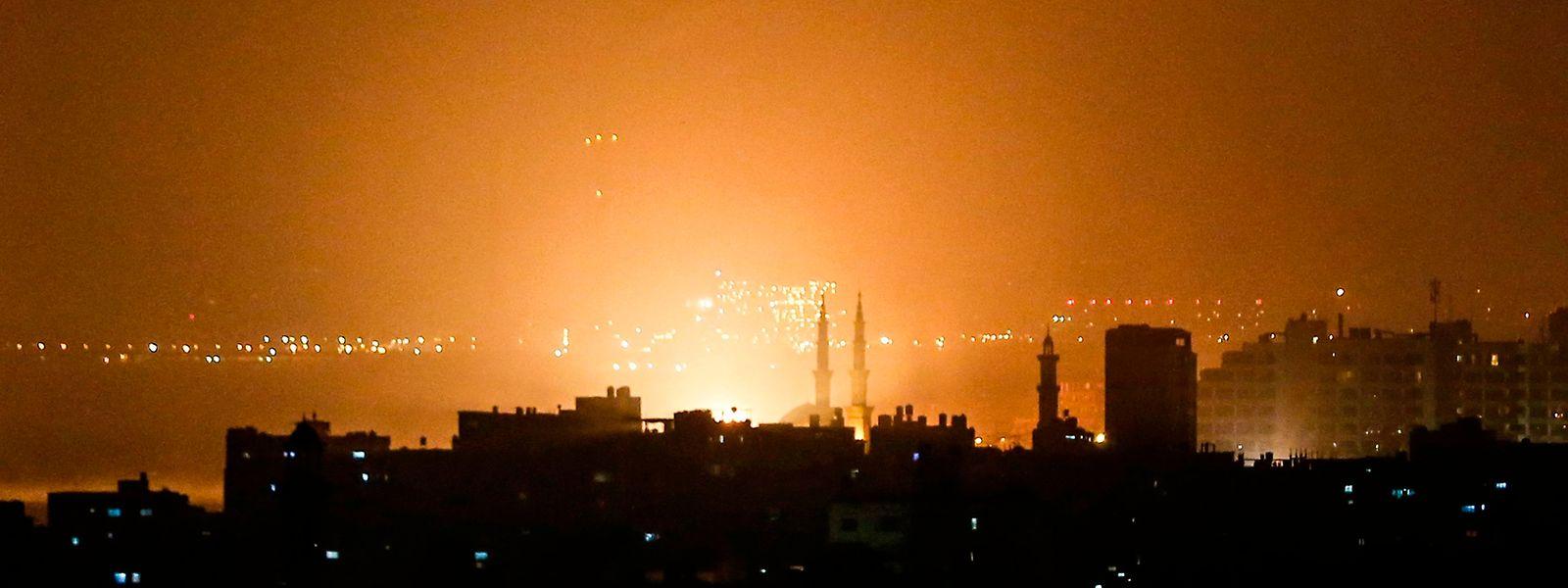 Das israelische Militär reagierte mit Luftangriffen auf Gaza City.