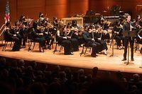 Die Zuschauer und die meisten Musiker trugen beim Konzert der New Yorker Philharmoniker Maske.