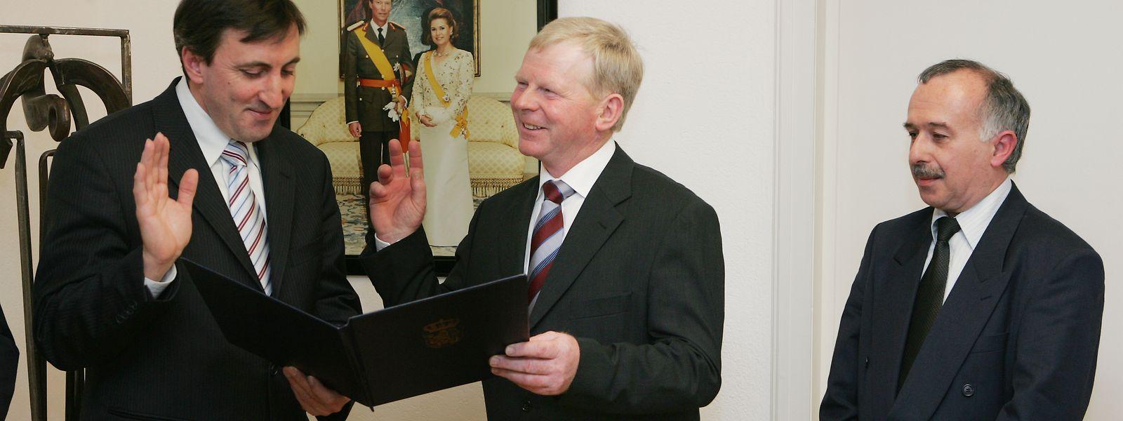 René Daubenfeld (rechts) bei seiner Vereidigung zum Bürgermeister im Dezember 2005.
