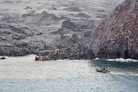 "TOPSHOT - This handout photo taken and released on December 13, 2019 by the New Zealand Defence Force shows elite soldiers taking part in a mission to retrieve bodies from White Island after the December 9 volcanic eruption, off the coast from Whakatane on the North Island. - Elite soldiers retrieved six bodies from New Zealand's volatile White Island volcano on December 13, winning praise for their ""courageous"" mission carried out under the threat of another eruption. (Photo by Handout / NEW ZEALAND DEFENCE FORCE / AFP) / RESTRICTED TO EDITORIAL USE - MANDATORY CREDIT ""AFP PHOTO / NEW ZEALAND DEFENCE FORCE"" - NO MARKETING NO ADVERTISING CAMPAIGNS - DISTRIBUTED AS A SERVICE TO CLIENTS ---"
