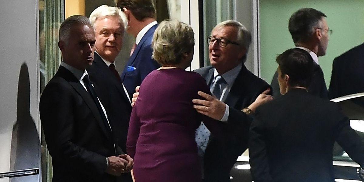 Jean-Claude Juncker begrüßte Theresa May am Montag bei ihrer Ankunft in Luxemburg.