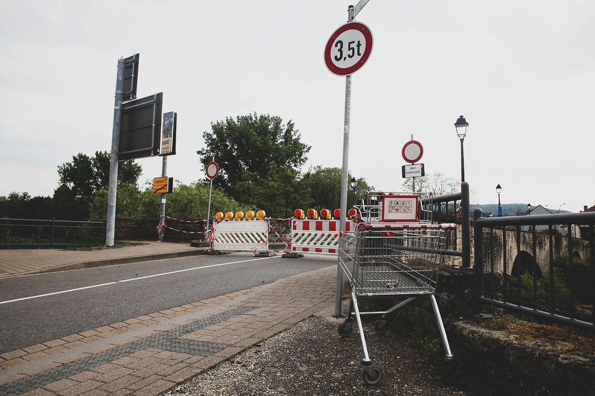 Barreiras policiais na ponte internacional de Echternach