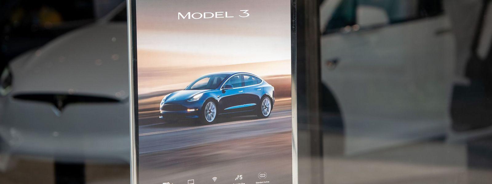 Tesla-Autos können künftig nur noch über das Internet bestellt werden.
