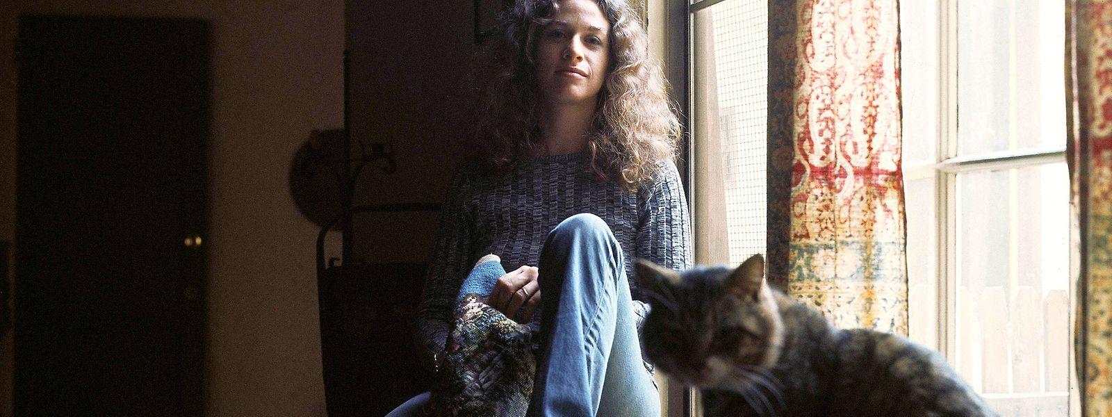 """Ikonisch: Carole King mit Kater Telemachus auf dem Cover von """"Tapestry""""."""