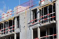 Wie sich die Corona-Krise auf die Preisentwicklung auswirken wird, bleibt abzuwarten. Sicher ist aber, dass weniger Wohnungen gebaut werden als geplant, der Bedarf aber weiter hoch bleiben wird.