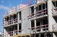 Die öffentliche Hand - der Staat und die Gemeinden - stehen in der Pflicht, für erschwinglichen Wohnraum zu sorgen. Insgesamt liegen 2.800 Hektar Bauland im Perimeter. Doch laut einer LISER-Studie sind nur etwa 180 Hektar im Besitz der Gemeinden.
