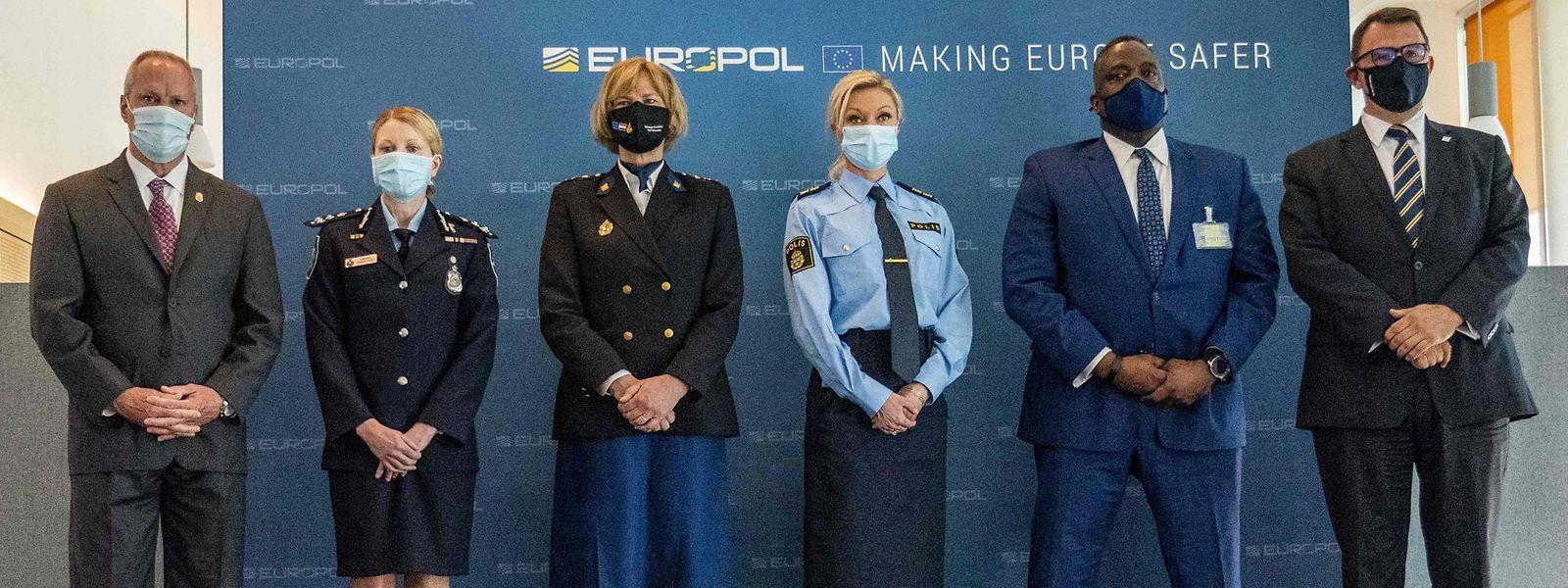 Internationalen Ermittlern gelang in einer der größten Polizei-Operationen ein Schlag gegen die Organisierte Kriminalität. Europol hielt am Morgen eine Pressekonferenz zu dem Einsatz.