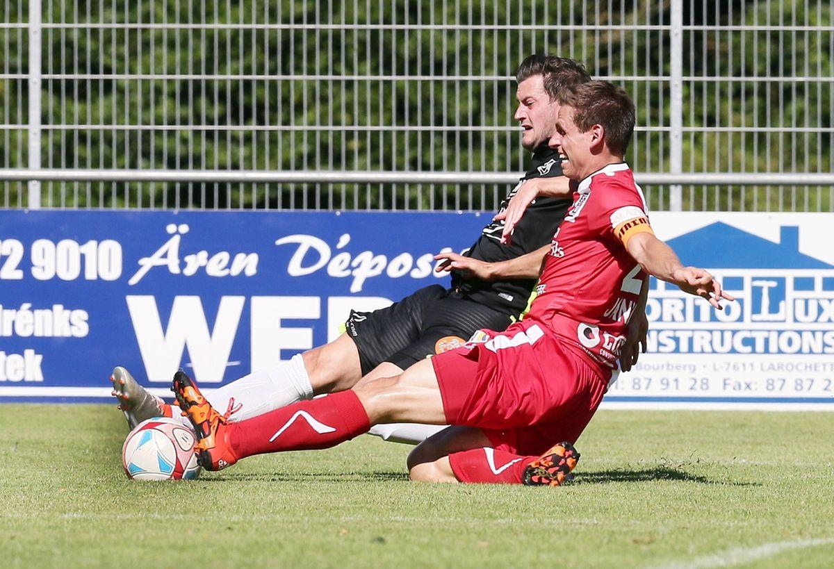 Duel entre Christian Adams et Mathias Jänisch. Rosport et Differdange ont partagé 1-1.