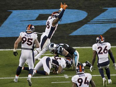 Denver Broncos' T.J. Ward (43) recovers a fumble by Carolina Panthers' quarterback Cam Newton (1) during the fourth quarter of the NFL's Super Bowl 50 football game in Santa Clara, California February 7, 2016. REUTERS/Michael Fiala