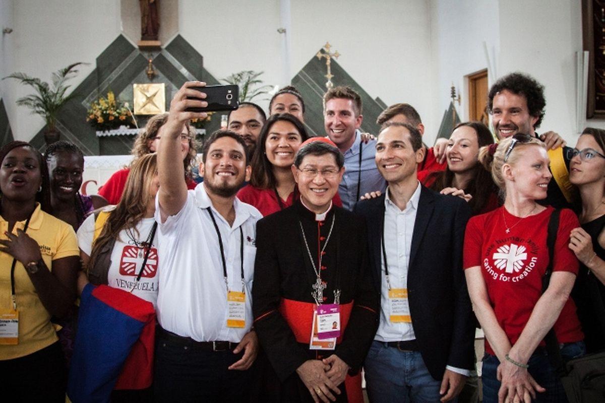 Caritas-Jugendverantwortliche aus aller Welt trafen in Krakau Kardinal Luis Antonio Tagle, Präsident von Caritas Internationalis.