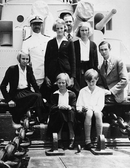 Départ pour l'Amérique, les membres de la famille grand-ducale doivent être séparés de leur mère.