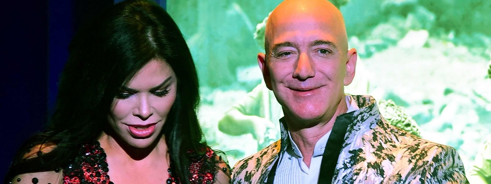 Amazon-Chef Jeff Bezos hält sich derzeit mit seiner Freundin Lauren Sanchez in Indien auf.