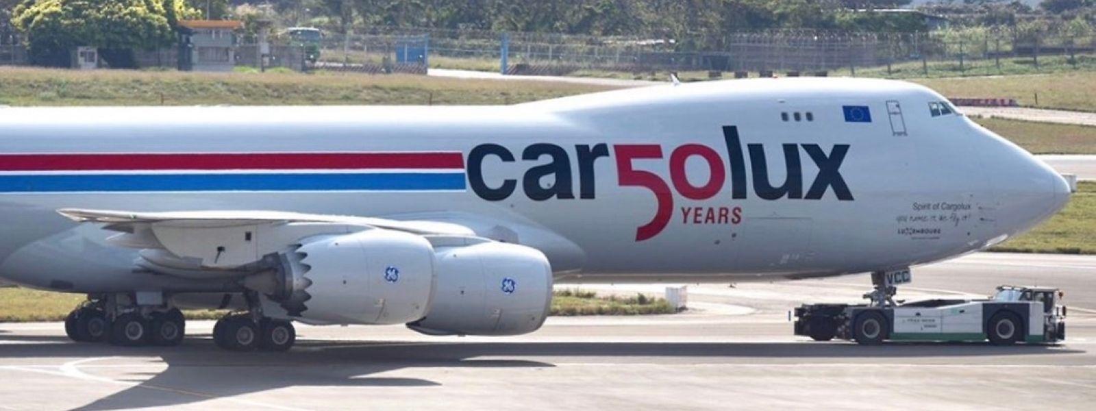 Vor dem Start in Taipeh: der Cargolux Jumbo mit dem Jubiläums-Logo: 50 Jahre Cargolux.