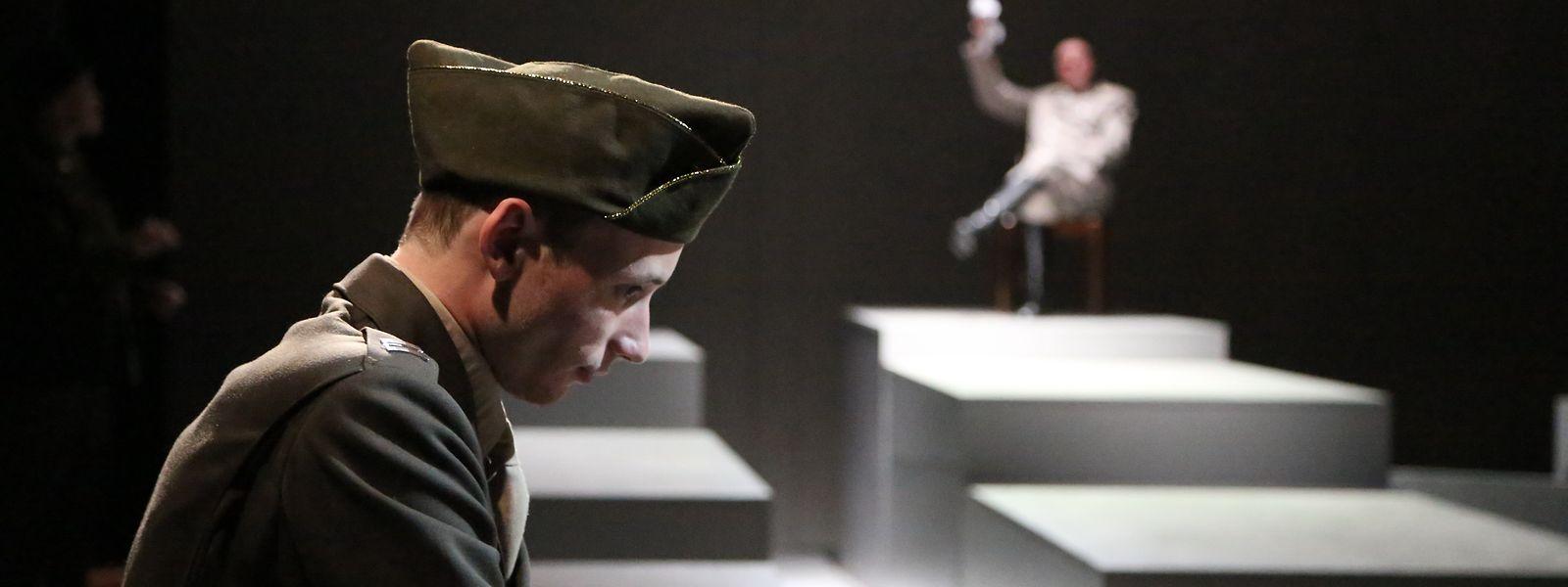 "Der junge Leutnant mit Luxemburger Wurzeln John Dolibois (Maximillien Jadin) interviewt den ""morbid eitlen"" Hermann Göring."