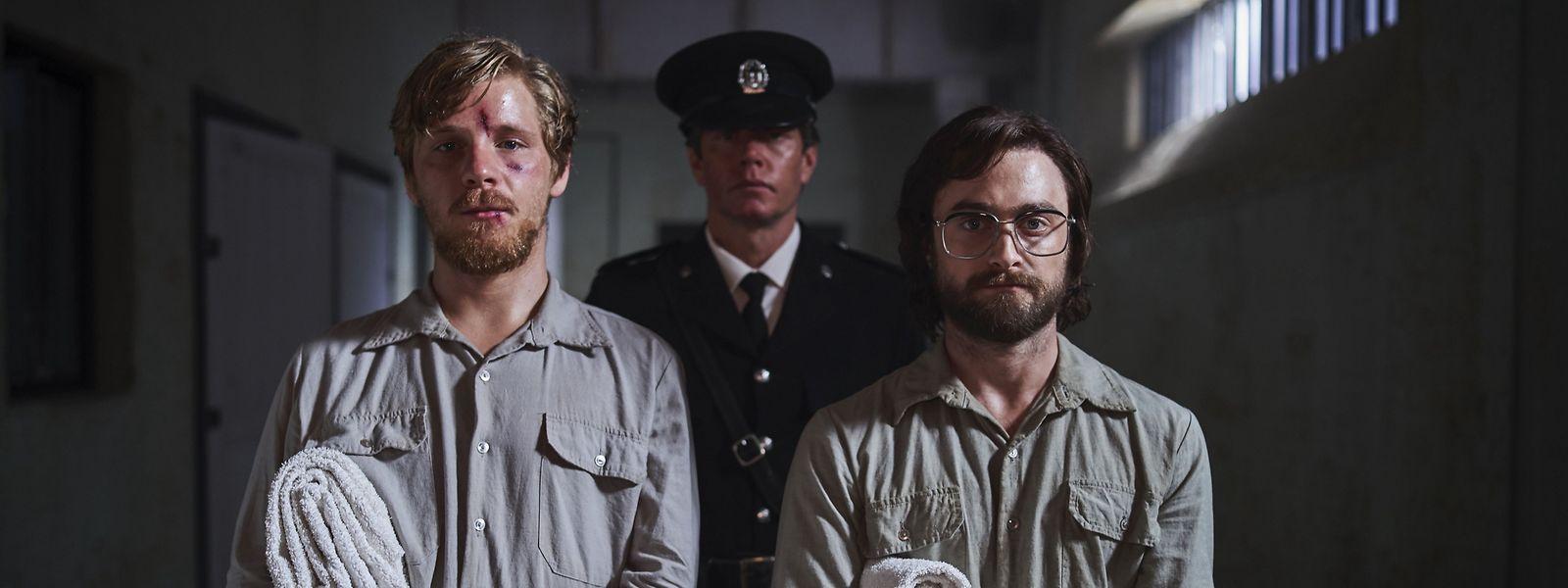 Lee Stephen (Daniel Webber, l.) und Tim Jenkin (Daniel Radcliffe) planen ihre Flucht bis ins letzte Detail.