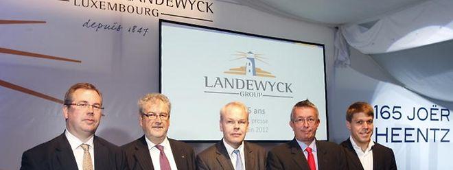 De gauche à droite: Marc Scharfe (directeur des affaires scientifiques), François Elvinger (directeur des ventes Luxembourg) , Marc Wagener (directeur général), Jacques Bauer (secrétaire général du groupe), Georges Krombach (responsable du développement des produits).