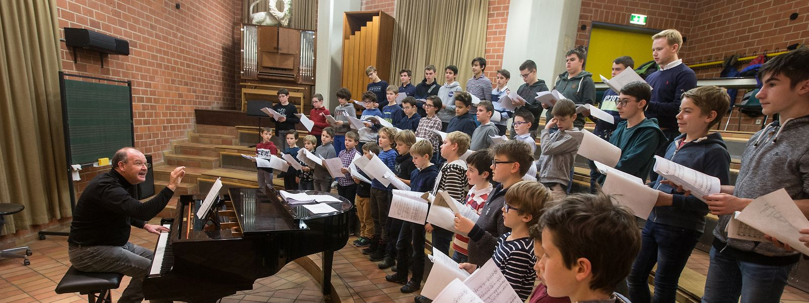 Répétition hebdomadaire au Conservatoire de Luxembourg sous la direction de Pit Nimax.