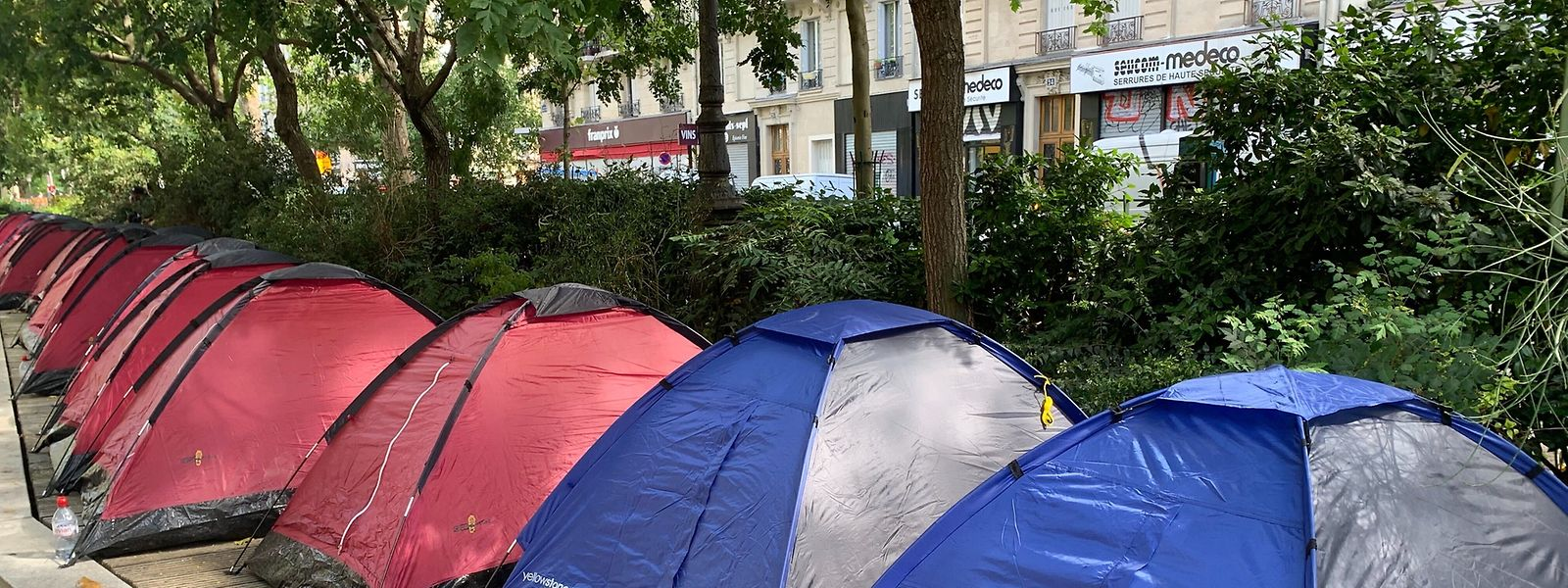 Ein Zeltcamp für junge unbegleitete Flüchtlinge im Stadtzentrum von Paris.