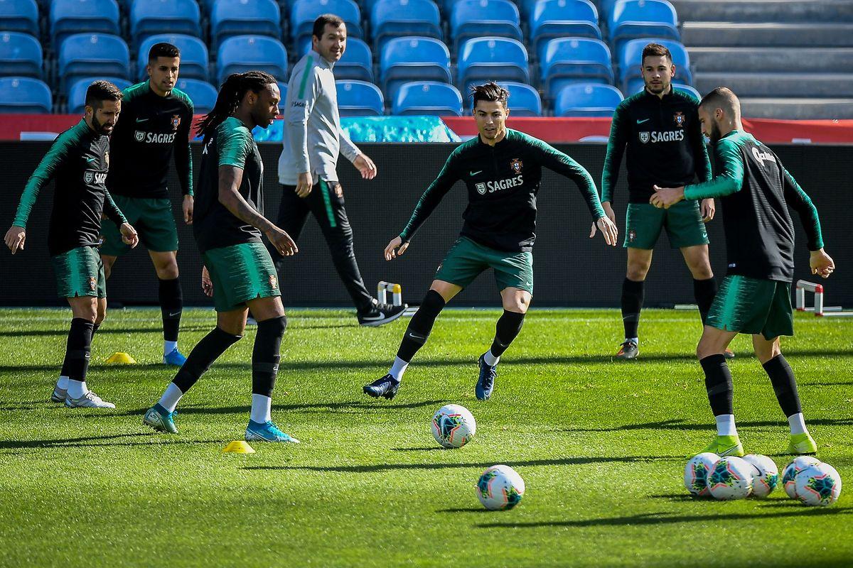 Cristiano Ronaldo, le quintuple Ballon d'or, s'entraîne sans problème. Sa blessure à un genou ne semble plus être qu'un mauvais souvenir.
