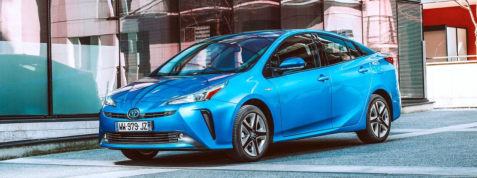 Vollhybride wie etwa der Toyota Prius können kurze Strecken allein elektrisch zurücklegen.