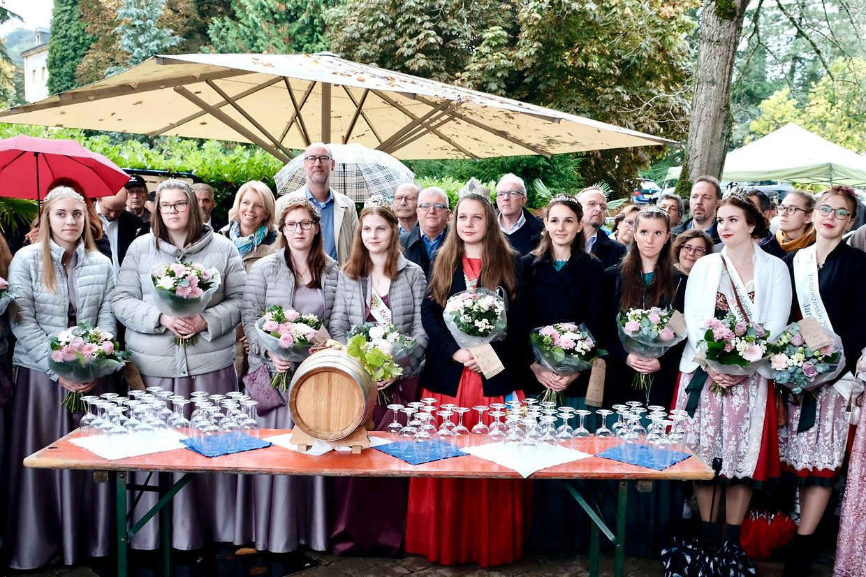 Die amtierenden Weinköniginnen und ihre Prinzessinnen dürfen bei der Hunnefeier nicht fehlen.