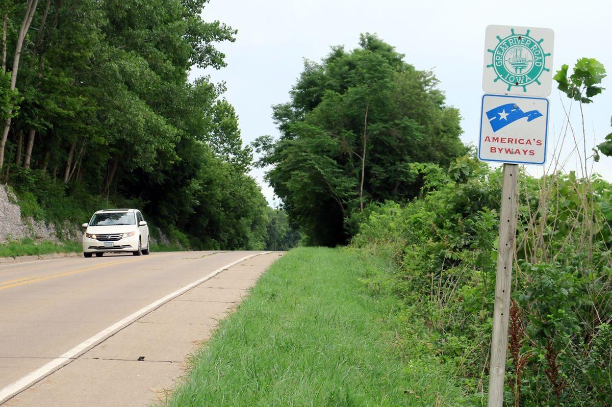 Schiffsruder als Wegweiser: Die Great River Road ist - wie hier bei Keokuk in Iowa - entlang beider Mississippi-Ufer gut ausgeschildert.