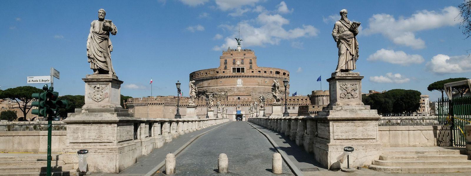 Blick auf die Engelsburg in Rom - hier tummeln sich normalerweise Tausende.