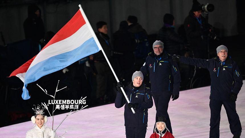 Luxemburgs Delegation um Matthieu Osch marschiert ins Olympiastadion ein.