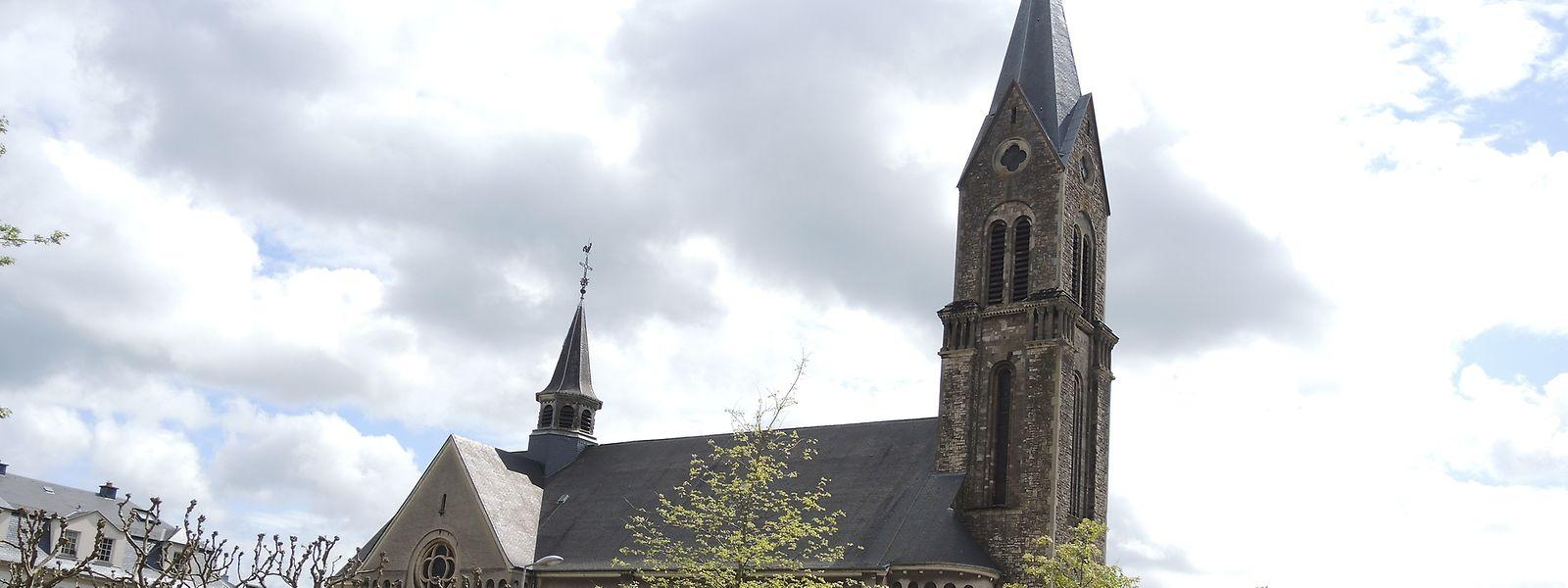 """Die """"Paterkierch"""" in Esch/Alzette wurde 1922 bis 1923 auf Entschluss der """"Société métallurgique des Terres-Rouges"""" hin gebaut."""