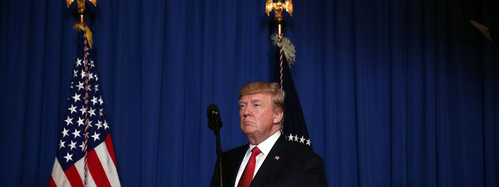 """Donald Trump forderte von seinem Golfhotel Mar-A-Lago aus eine """"internationale Koalition, um das Schlachten in Syrien zu beenden""""."""