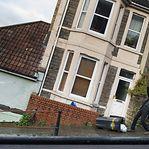 Proprietário de mural pintado por Banksy adia venda de edifício em Inglaterra