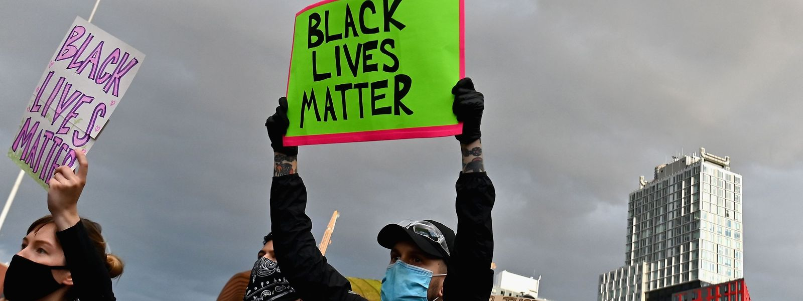 Zahlreiche Stars unterstützen die Proteste gegen Polizeigewalt in den USA.