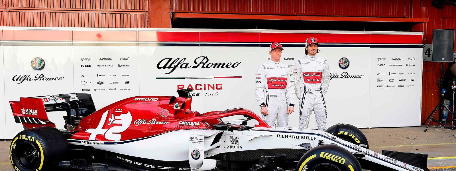 A Alfa Romeo Racing terá como pilotos o italiano Antonio Giovinazzi, que na temporada passada disputou duas provas com a Sauber, e o finlandês Kimmi Raikonen, que deixou a Ferrari.