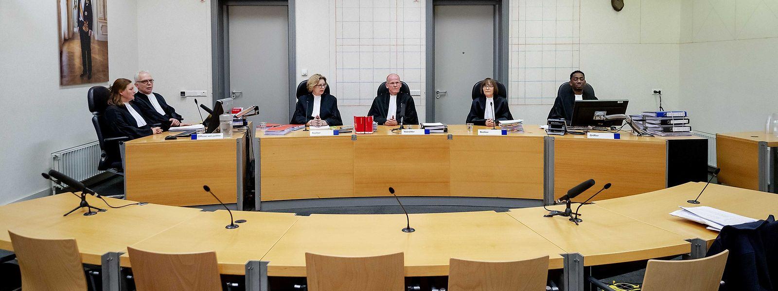 Blick in den Verhandlungsraum vor der Anhörung vor Gericht.