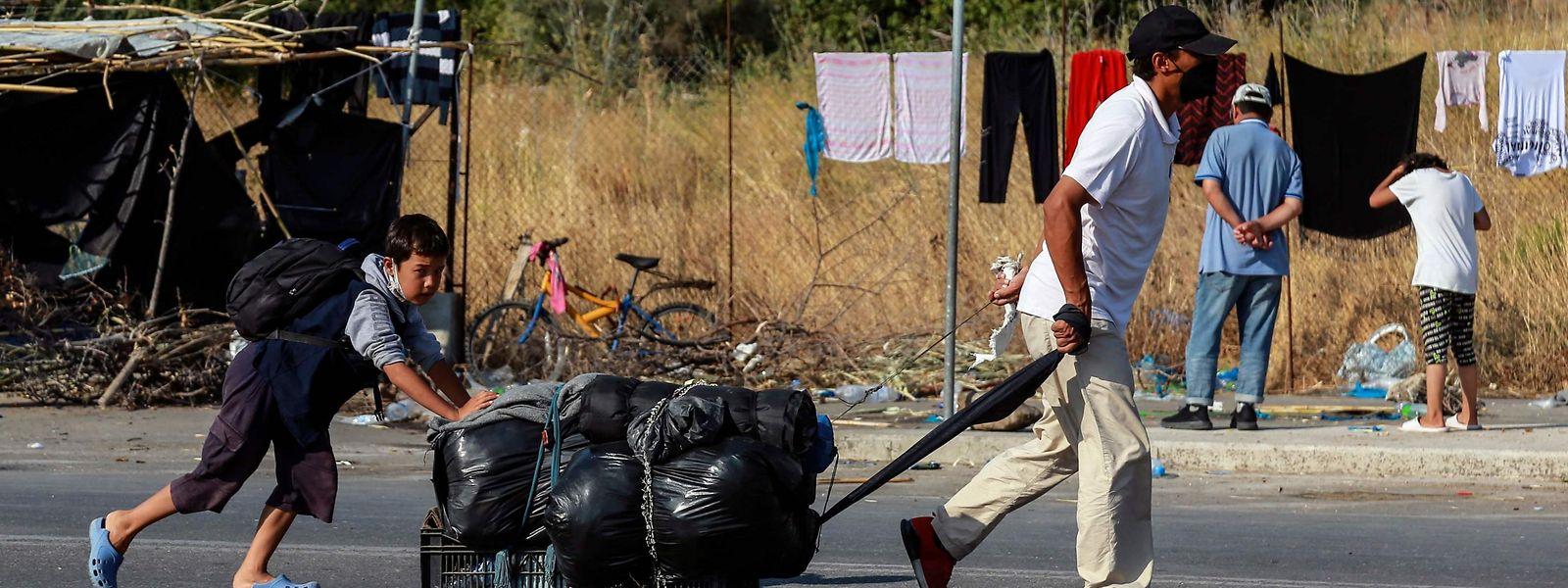 Auch zehn Tage nach dem verheerenden Brand im Flüchtlingslager Moria leben die Menschen auf der Straße.