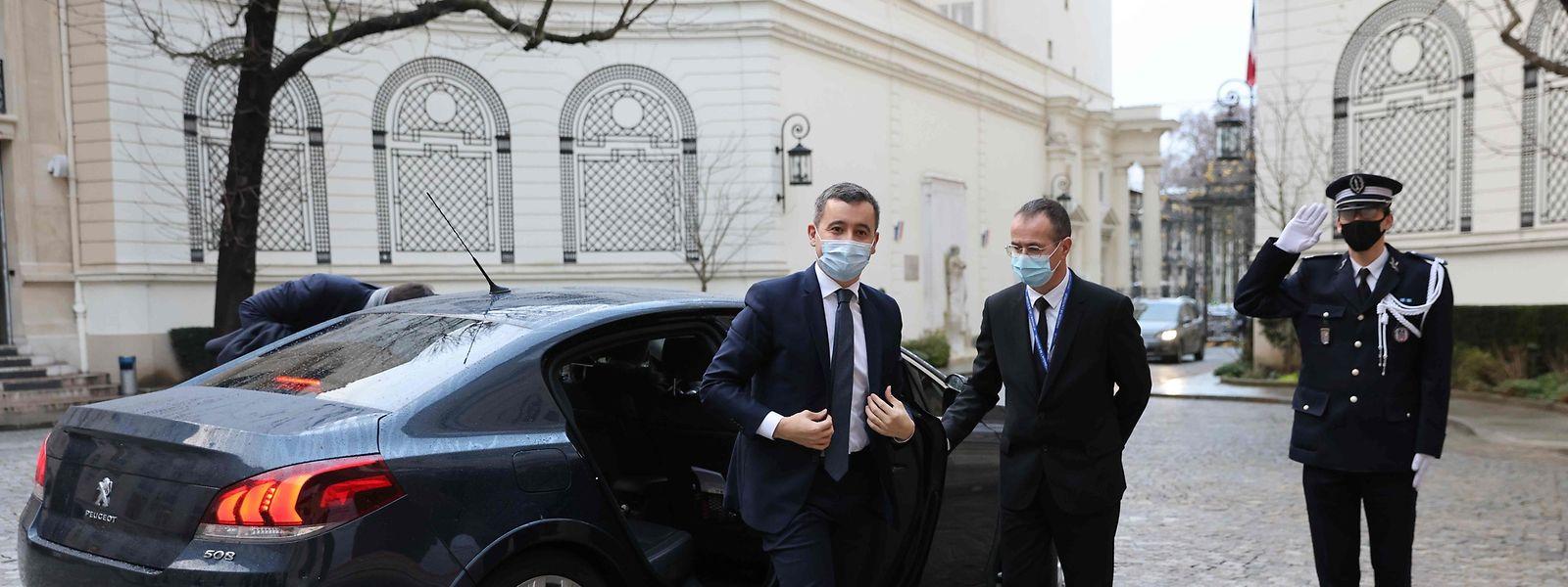 Der französische Innenminister Gérald Darmanin (links) geht in Sachen Kampf gegen die Islamisten in die Offensive.
