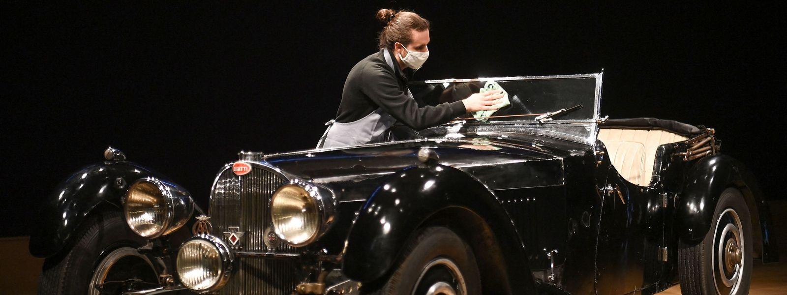 Letzter Schliff: Der Bugatti aus dem Jahr 1937 war die vergangenen 51 Jahre im Besitz eines britischen Sammlers.