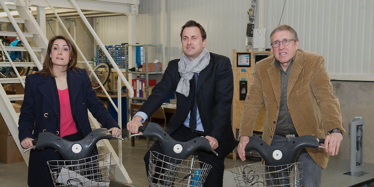 Jeudi, le bourgmestre de la capitale, Xavier Bettel, François Bausch en sa qualité d'échevin responsable en matière de mobilité, et JCDecaux, représenté par Mme Marina Zabala, ont présenté le bilan du système de vélos en libre service