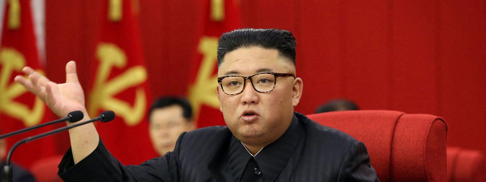 Kim Jong Un bei der Vollversammlung des Zentralkomitees am 15. Juni. (Wie bei allen Bildern der nordkoreanischen Staatsmedienagentur KCNA ist nicht sicher geklärt, ob diese Information zutrifft.)