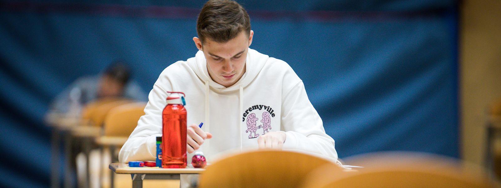 Das letzte schriftliche Examen haben die Sécondaire-général-Schüler in einem Wahlfach.