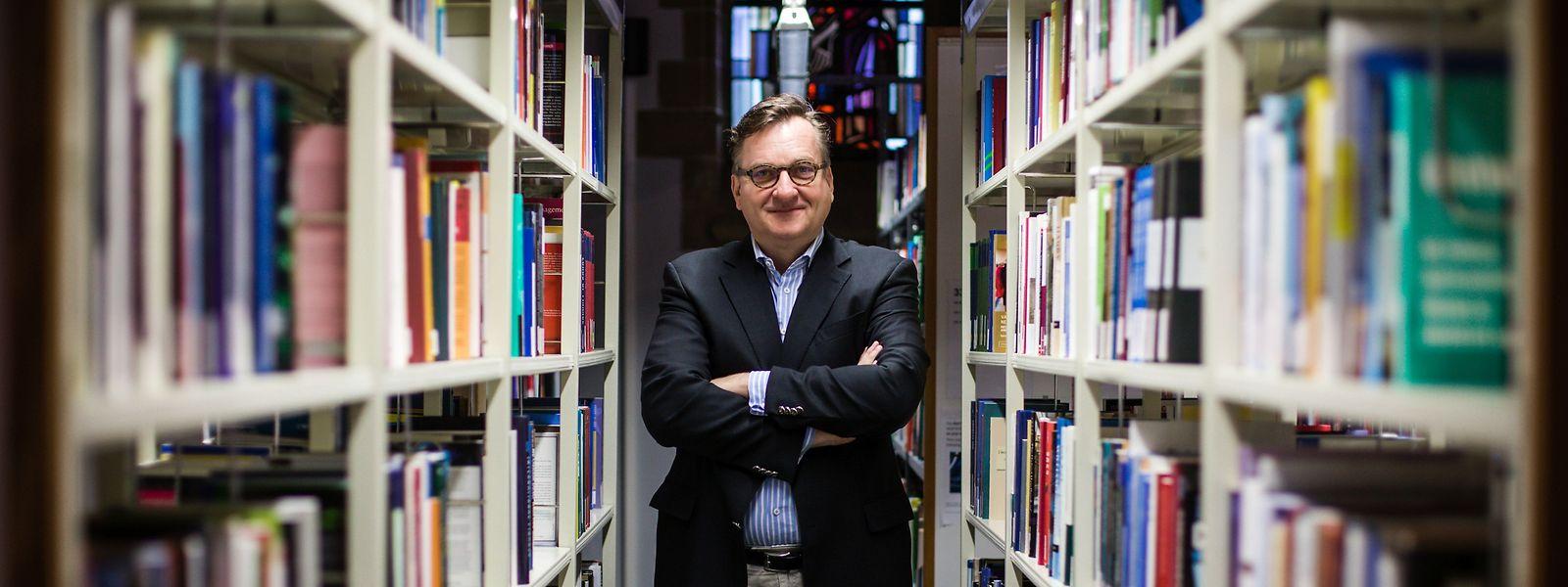 Andreas Irmen ist einer der führenden deutschsprachigen Wirtschaftswissenschaftler auf dem Gebiet der vergleichenden Erforschung wirtschaftlicher Entwicklungen und des Wirtschaftswachstums.