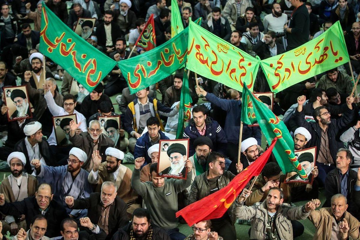 Am Samstag gab es aber auch Gegendemonstrationen von Unterstützern des Regimes.