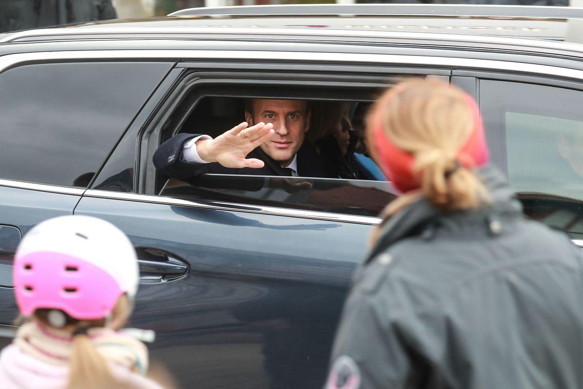 A voté: le président Macron revient des urnes.